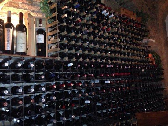 Ristorante Argentina: Il muro dei vini... Fantastico