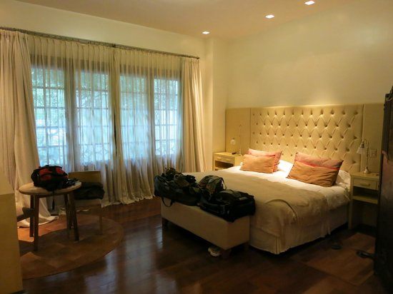 Hub Porteno: Our expansive, clean, comfortable room