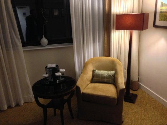 Marriott Forest of Arden Hotel & Country Club: Bedroom Lounge Area