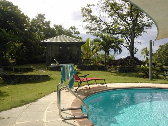 Namukulu Cottages & Spa: The fantastic pool which also has a great sail shade over it