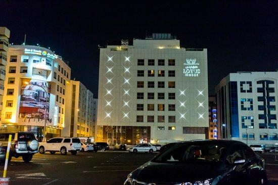 Sun & Sky Al Rigga Hotel : the side shot of Lotus Hotel at night