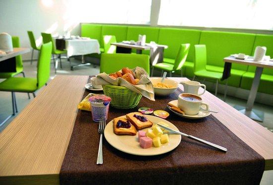 Hotel Cristina: Breakfast