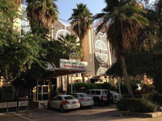 Qurum Beach Hotel: front hotel