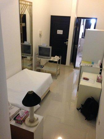 Qurum Beach Hotel: single room