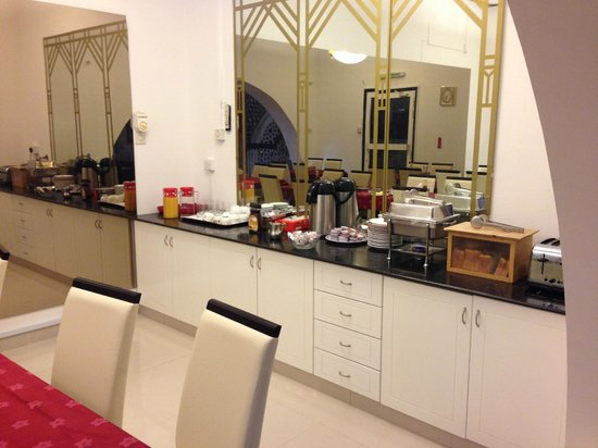 Qurum Beach Hotel : breakfast buffet