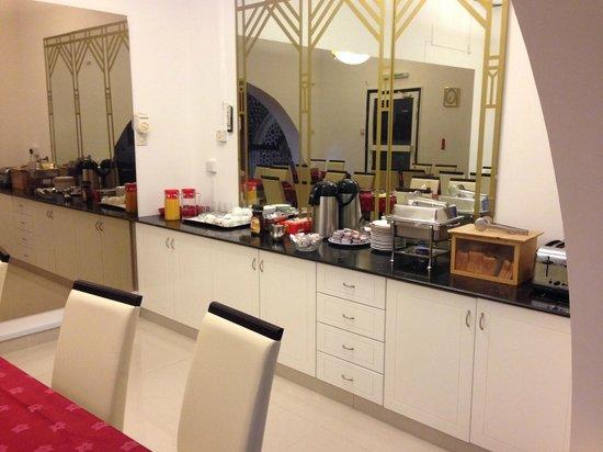Qurum Beach Hotel: breakfast buffet