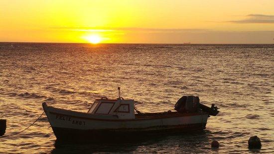 La Cabana Beach Resort & Casino : Zeerover Restaurant sunset view