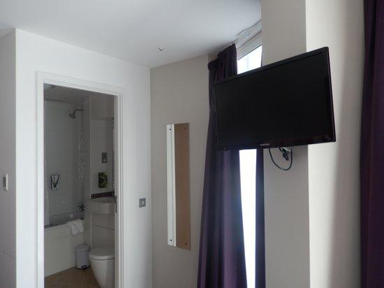 Premier Inn London Waterloo (Westminster Bridge) Hotel : Room 204