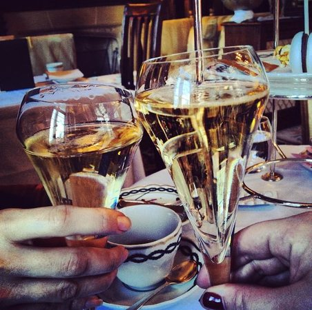 The Milestone Hotel : toast at the Milestone