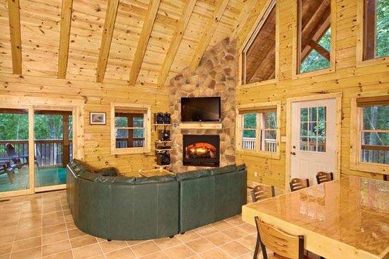 Hummingbird Hill, Ltd - Hocking Hills Cabins: Great room