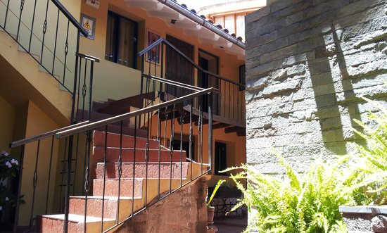 Yanantin Guest House: Escalera central