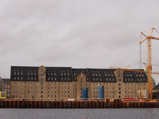 Copenhagen Admiral Hotel: View of the hotel from the ferry