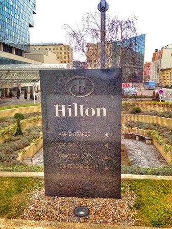Hilton Prague: Парковка