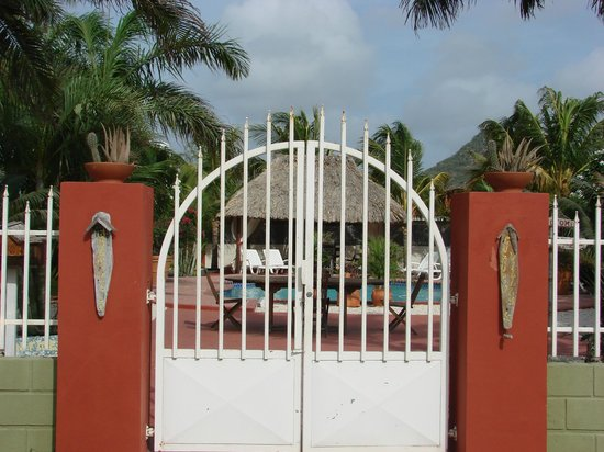 Cunucu Villas: Gate