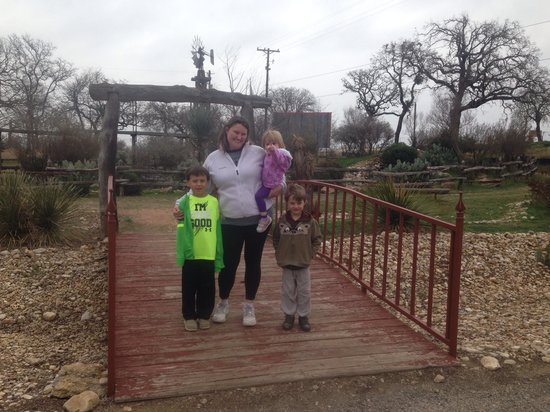 Jellystone Park Texas Wine Country Camping Resort : Walking along the trail
