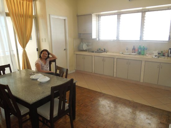 Tropicana Suites: kitchen/dining