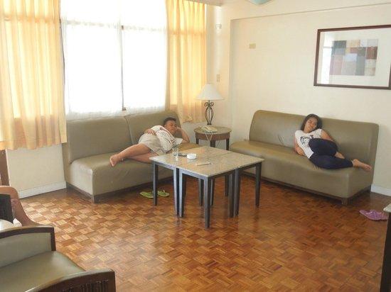 Tropicana Suites: sitting area