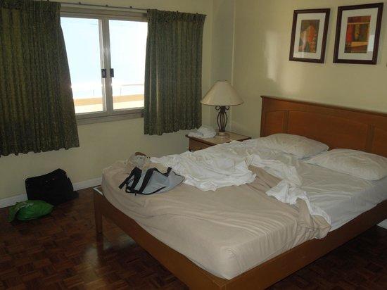Tropicana Suites: bedroom