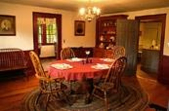Colonel Spencer Inn: The Inn's dining room.