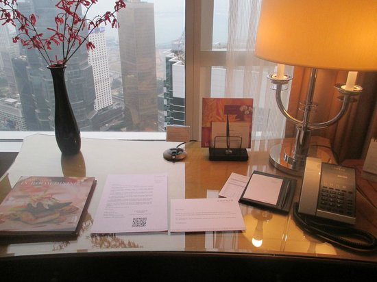 Conrad Hong Kong : In Room Desk