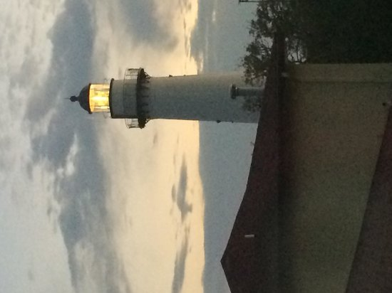 Saint Simons Inn by the Lighthouse: The lighthouse view from our window
