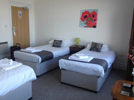 Shanklin Beach Hotel : Comfortable, spotless beds.