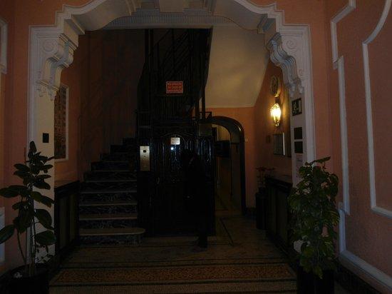 Hostal Santillan: entrada do Hostal