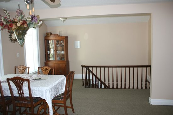 Ellis House Bed and Breakfast: Executive Apartment - Dining Area