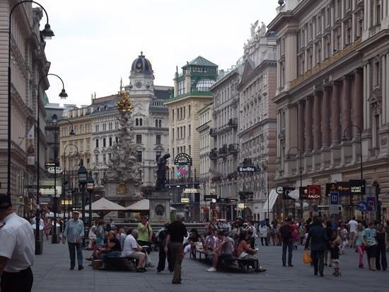 Historisches Zentrum von Wien: busy Vienna