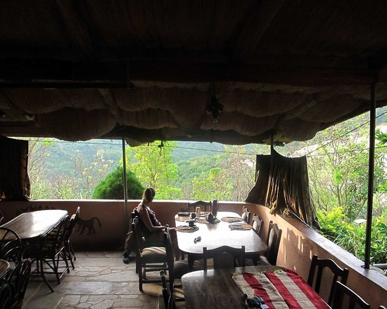 Biakpa Mountain Paradise: Looking through the dining room