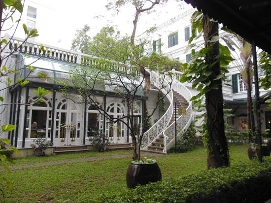 Sofitel Legend Metropole Hanoi: Sofitel courtyard