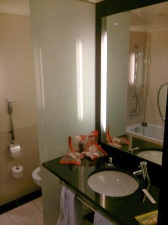 Steigenberger Hotel de Saxe: Bathroom