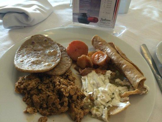 Radisson Hotel Flamingos: Variado Buffet en el Desayuno.