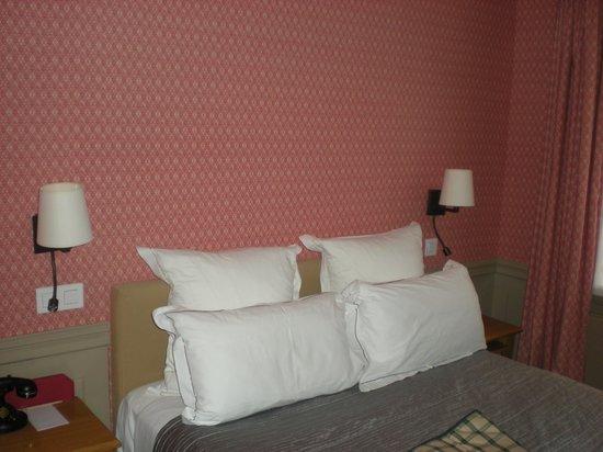 Hotel de Londres Eiffel : Poet's Room