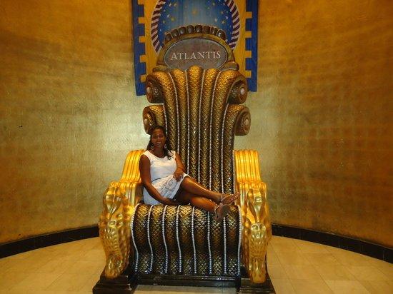 Hotel Riu Palace Paradise Island: Atlantis resort; right next to RIU Paradise Island