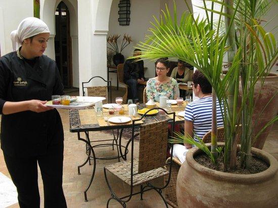 Riad Miski: ontbijten op de binnenkoer van de Riad