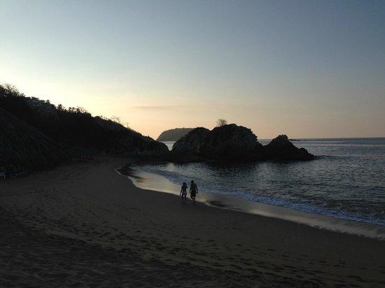 Dreams Huatulco Resort & Spa: Dawn at the beach