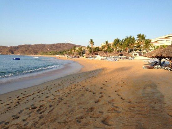 Dreams Huatulco Resort & Spa: Beach Area