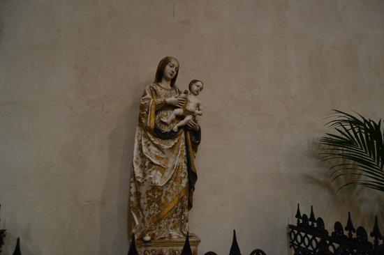 Duomo di Cefalu : Статуя мадонны в соборе