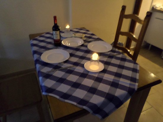 Ronda 4 : Table linen and tea towels supplied