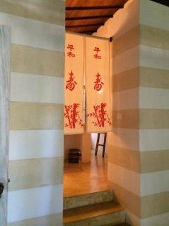 Etnia Pousada & Boutique: Kyoto room stairs to bathroom