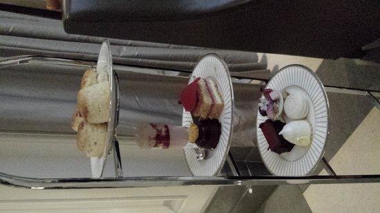 Corinthia Hotel London: delicious cakes
