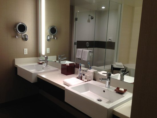 Vdara Hotel & Spa: His and Hers Sink with Amenities