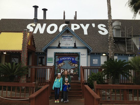 Snoopy's Pier: main entrance
