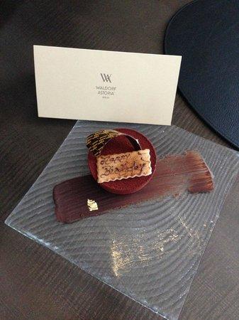 Waldorf Astoria Berlin: Birthday Cake and Card, very touching