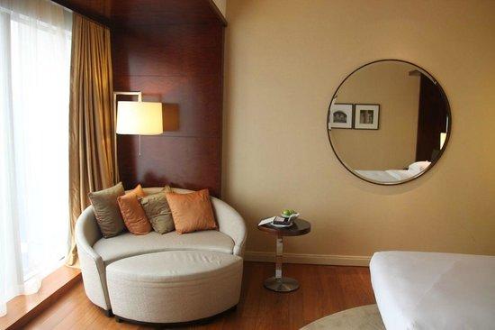 Grand Hyatt Kuala Lumpur : Round sofa in club room