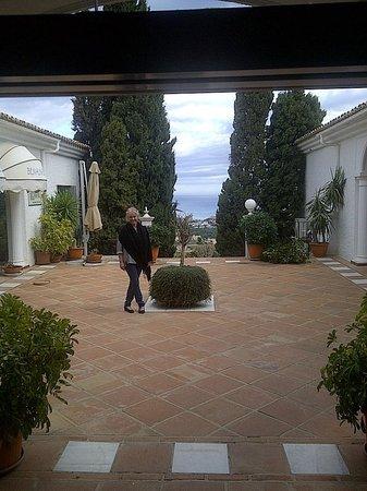 Hotel La Fonda: another open patio area. Just Beautiful.