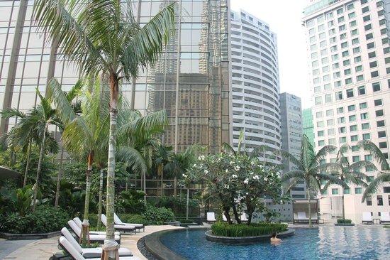 Grand Hyatt Kuala Lumpur : The poolside