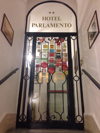 Hotel Parlamento : Hotel entrance on 4th floor