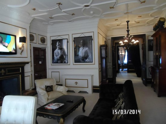 11 Cadogan Gardens: sloane living room